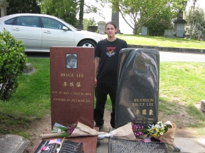 Yo en la tumba de Bruce Lee