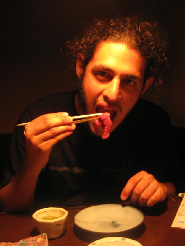 Comiendo basashi