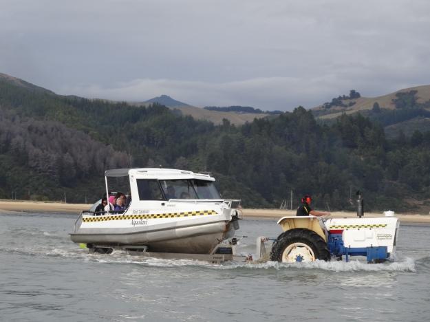 Aquataxis impulsados por un tractor